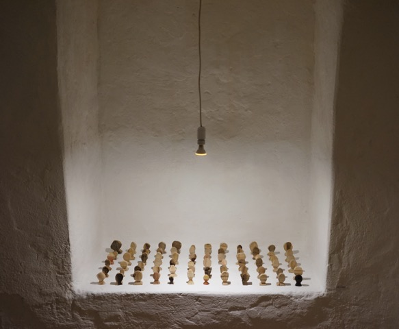 Die Armee, 2016, installation, wood.